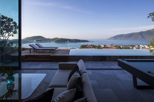 Nhà gỗ kính trác tuyệt hướng trọn ra biển Nha Trang, nhìn mê liền - Ảnh 5.