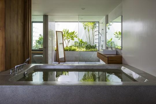 Nhà gỗ kính trác tuyệt hướng trọn ra biển Nha Trang, nhìn mê liền - Ảnh 9.