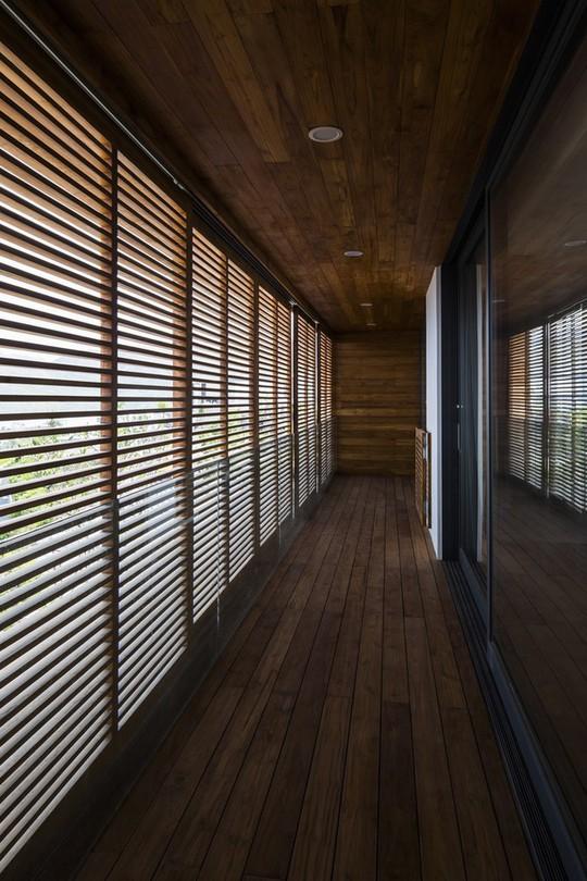Nhà gỗ kính trác tuyệt hướng trọn ra biển Nha Trang, nhìn mê liền - Ảnh 10.