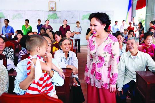 Nghệ sĩ Việt Hương: Ngày nào còn có nhau thì sống hết cho nhau - Ảnh 8.