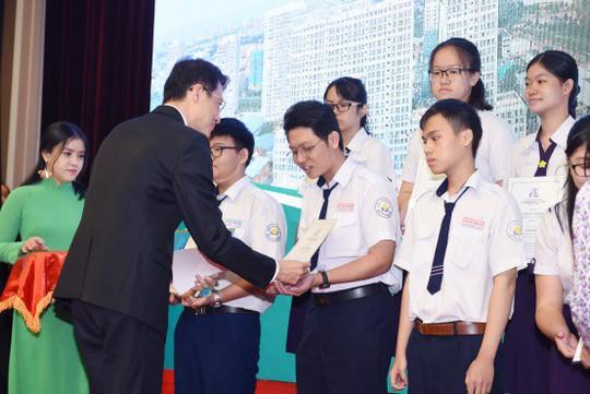 Quỹ Lawrence S. Ting – 14 năm tận tâm vì giáo dục Việt Nam - Ảnh 2.