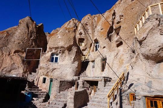 Kiến trúc hang động độc nhất vô nhị trong ngôi làng cổ bằng đá - Ảnh 6.