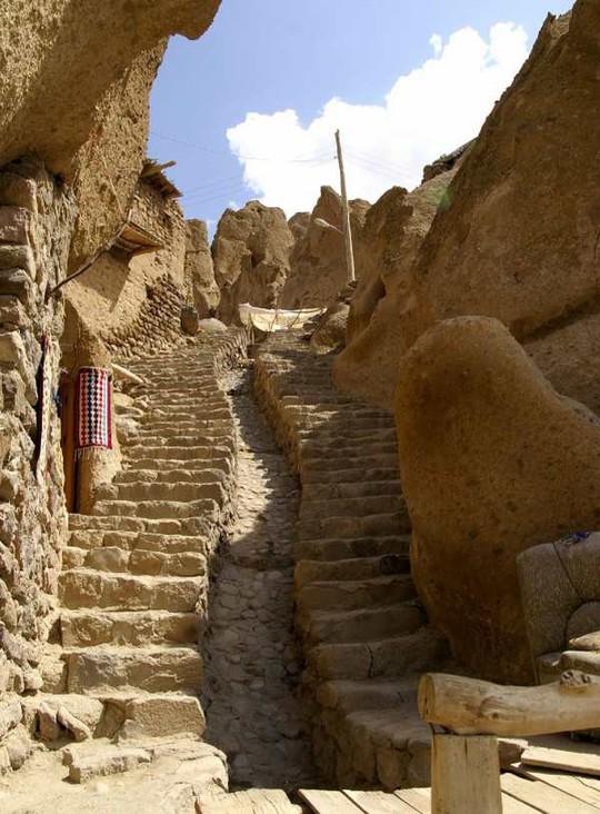 Kiến trúc hang động độc nhất vô nhị trong ngôi làng cổ bằng đá - Ảnh 8.