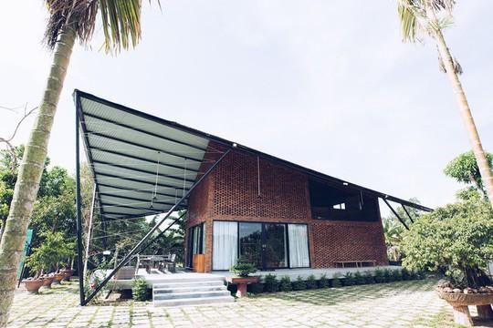 Ngôi nhà như cánh diều giữa vườn cây Đà Nẵng - Ảnh 1.