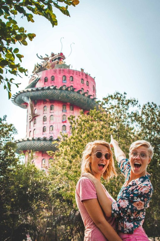 Bí ẩn đằng sau ngôi chùa hồng có rồng khổng lồ quấn quanh - Ảnh 11.
