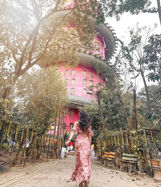 Bí ẩn đằng sau ngôi chùa hồng có rồng khổng lồ quấn quanh - Ảnh 13.