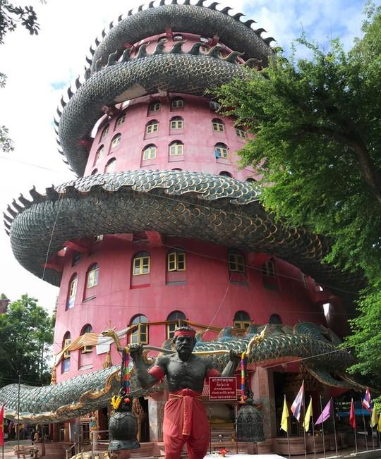 Bí ẩn đằng sau ngôi chùa hồng có rồng khổng lồ quấn quanh - Ảnh 15.