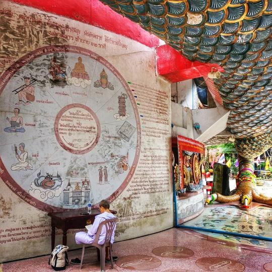 Bí ẩn đằng sau ngôi chùa hồng có rồng khổng lồ quấn quanh - Ảnh 3.