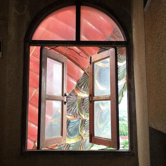 Bí ẩn đằng sau ngôi chùa hồng có rồng khổng lồ quấn quanh - Ảnh 4.