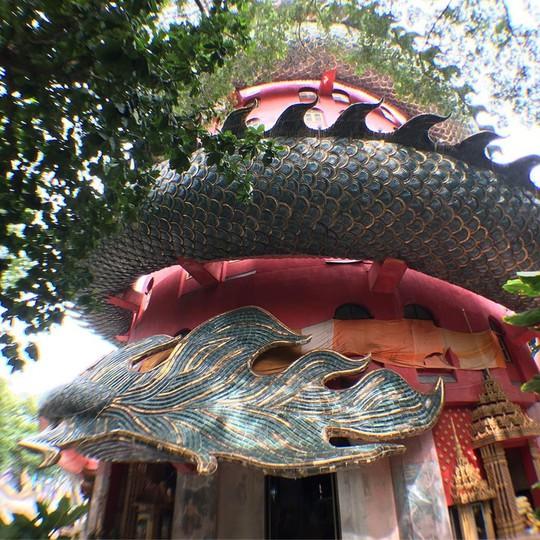 Bí ẩn đằng sau ngôi chùa hồng có rồng khổng lồ quấn quanh - Ảnh 5.