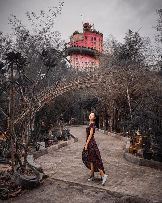 Bí ẩn đằng sau ngôi chùa hồng có rồng khổng lồ quấn quanh - Ảnh 8.