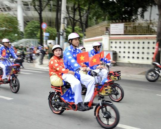 Ấm áp lễ cưới tập thể của 100 đôi công nhân trong Ngày Quốc Khánh - Ảnh 9.