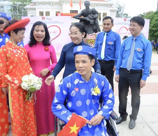 Ấm áp lễ cưới tập thể của 100 đôi công nhân trong Ngày Quốc Khánh - Ảnh 4.