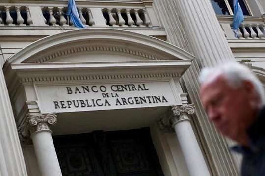 Argentina nâng sàn lãi suất cơ bản lên 78% - Ảnh 1.