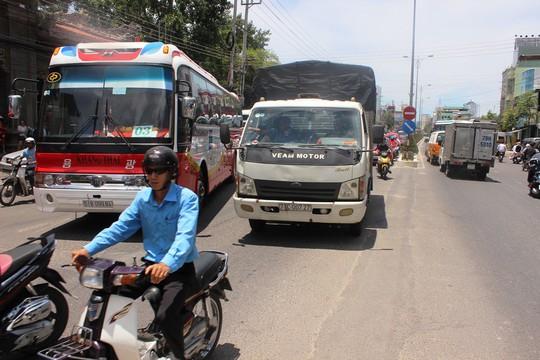 Giải bài toán kẹt xe cho Nha Trang: Cần cấm xe lớn vào thành phố - Ảnh 3.
