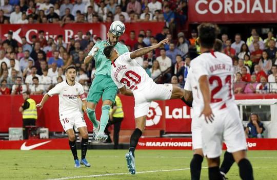 Karim Benzema cứu Zidane, Real Madrid lên nhì bảng La Liga - Ảnh 5.
