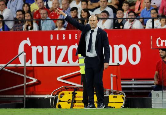 Karim Benzema cứu Zidane, Real Madrid lên nhì bảng La Liga - Ảnh 2.