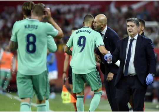 Karim Benzema cứu Zidane, Real Madrid lên nhì bảng La Liga - Ảnh 6.