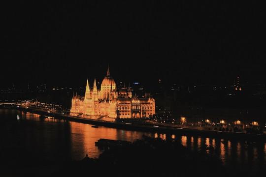 Budapest - nơi những chiếc cầu kể chuyện - Ảnh 7.