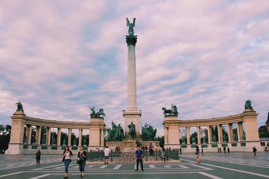 Budapest - nơi những chiếc cầu kể chuyện - Ảnh 8.