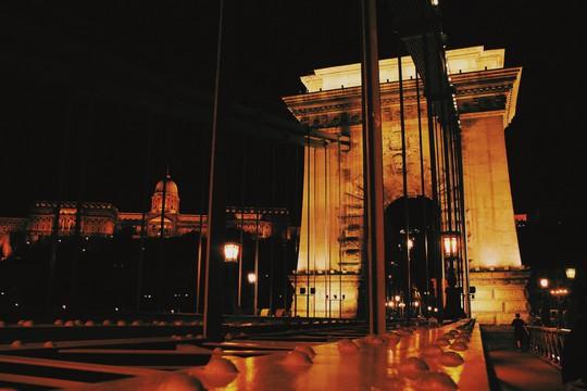 Budapest - nơi những chiếc cầu kể chuyện - Ảnh 2.