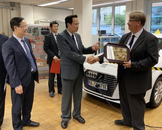 Việt Nam học tập mô hình giáo dục nghề nghiệp của Đức - Ảnh 1.