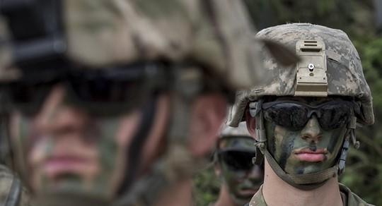 Lầu Năm Góc xem xét chỉnh sửa bộ gen binh sĩ Mỹ - Ảnh 1.