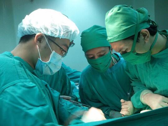 Hi hữu cứu sống bệnh nhân xuất huyết tiêu hóa tưởng chừng như đã chết - Ảnh 1.