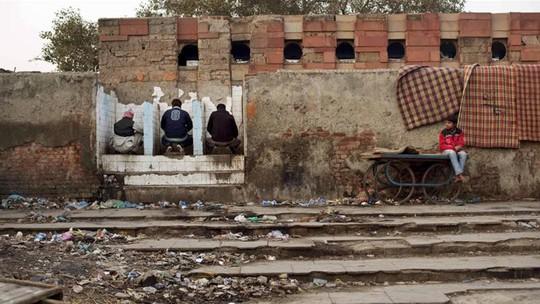 2 đứa trẻ bị đánh chết vì đi vệ sinh trên đường - Ảnh 3.