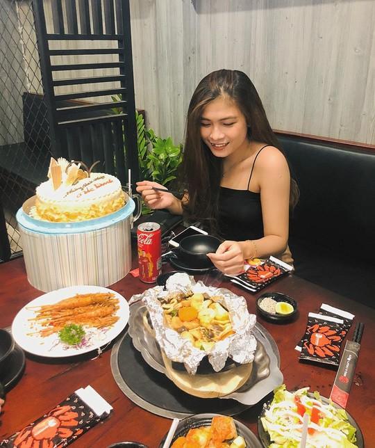 5 quán hải sản tươi ngon ở TP HCM cho hội bạn thân tụ tập - Ảnh 2.