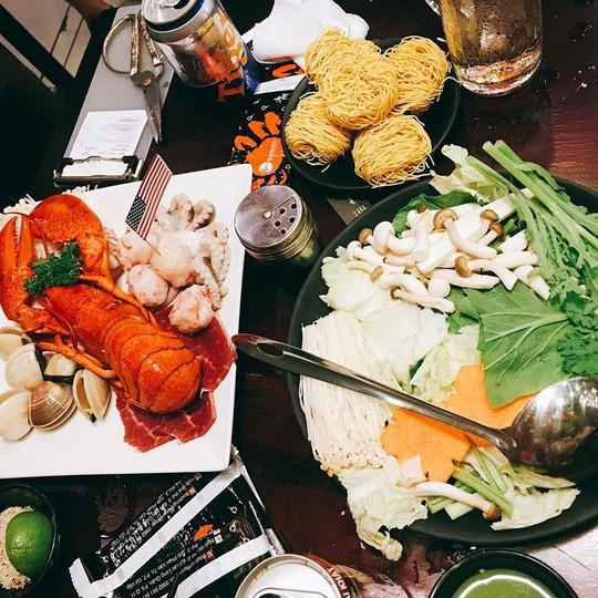 5 quán hải sản tươi ngon ở TP HCM cho hội bạn thân tụ tập - Ảnh 4.