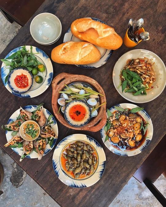 5 quán hải sản tươi ngon ở TP HCM cho hội bạn thân tụ tập - Ảnh 8.