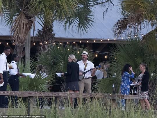 Justin Bieber và Hailey Baldwin đẹp đôi trước giờ cưới - Ảnh 12.