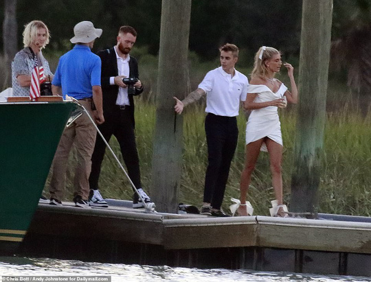 Justin Bieber và Hailey Baldwin đẹp đôi trước giờ cưới - Ảnh 4.