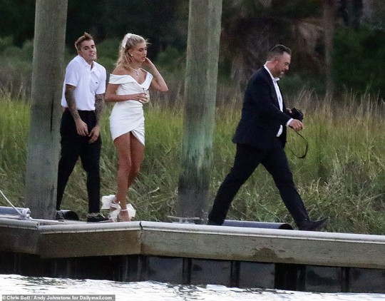 Justin Bieber và Hailey Baldwin đẹp đôi trước giờ cưới - Ảnh 3.