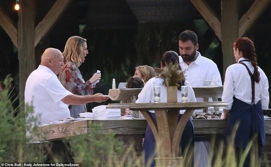 Justin Bieber và Hailey Baldwin đẹp đôi trước giờ cưới - Ảnh 10.