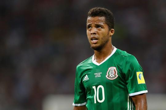 Dính chấn thương ghê rợn, cựu sao Barcelona phải nhập viện cấp cứu - Ảnh 2.