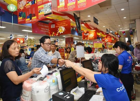 Co.opmart và Co.opXtra bán 10 gói mì với giá chỉ 1.000 đồng - Ảnh 1.