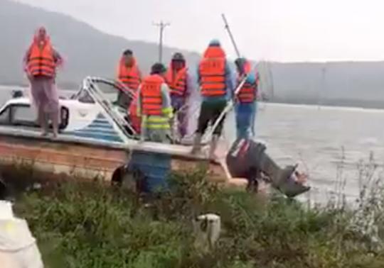 Đi đánh cá lúc mưa lũ, hai anh em họ bị lật thuyền tử vong - Ảnh 1.