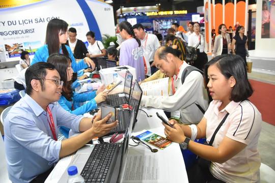 Chen nhau mua tour giá rẻ tại Hội chợ Du lịch quốc tế TP HCM - Ảnh 1.
