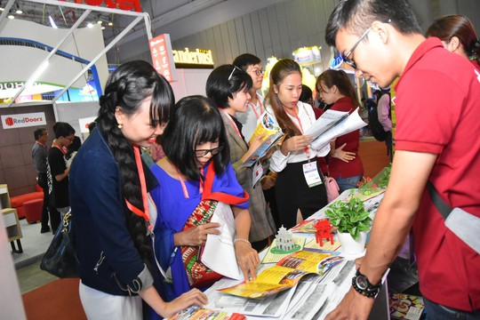 Chen nhau mua tour giá rẻ tại Hội chợ Du lịch quốc tế TP HCM - Ảnh 2.