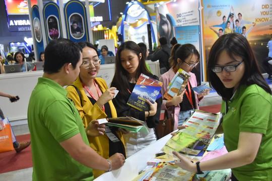Chen nhau mua tour giá rẻ tại Hội chợ Du lịch quốc tế TP HCM - Ảnh 4.
