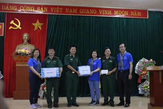 Báo Người Lao Động trao 300 lá cờ Tổ quốc đến Đồn Biên phòng Đàm Thủy, tỉnh Cao Bằng - Ảnh 5.