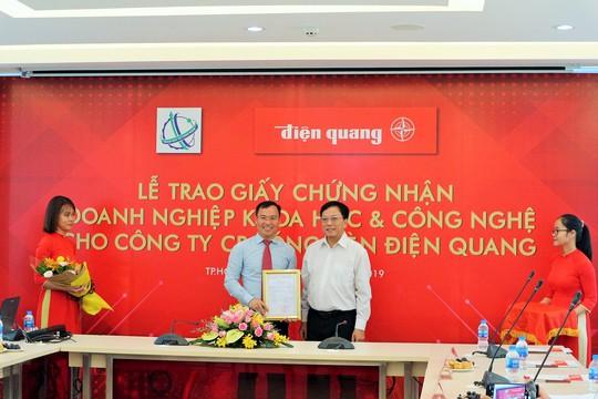 Bóng đèn Điện Quang được công nhận là doanh nghiệp khoa học công nghệ - Ảnh 1.