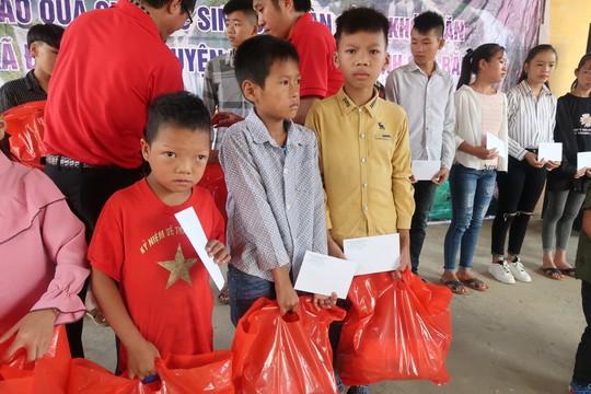 Đoàn cán bộ TP HCM dâng hoa, dâng hương đền thờ Chủ tịch Hồ Chí Minh tại Khu Di tích lịch sử Pác Bó - Ảnh 6.