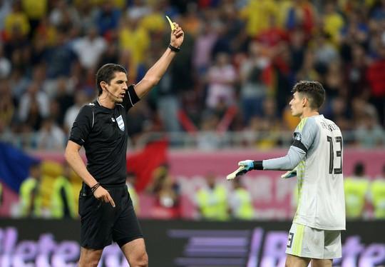 Thẻ đỏ oan nghiệt, tuyển Tây Ban Nha hút chết tại Romania - Ảnh 7.