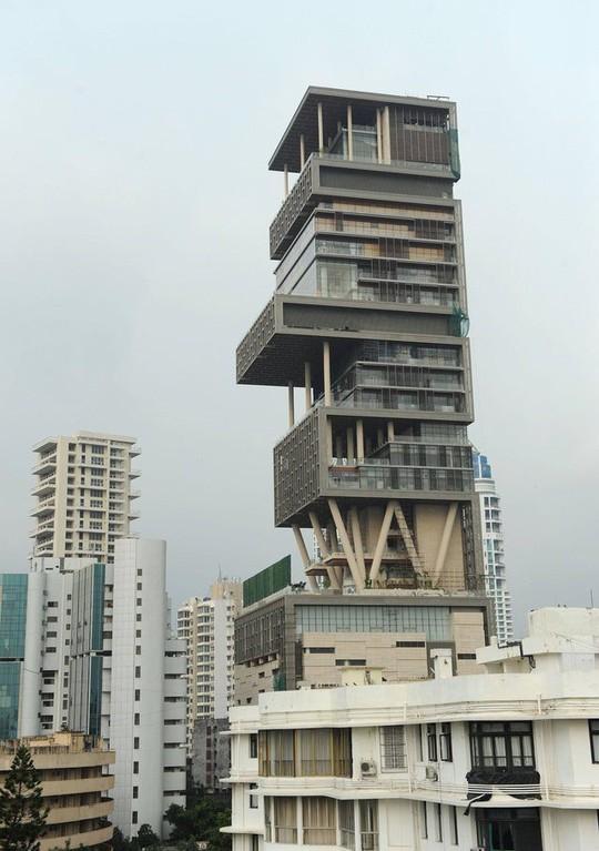 Đột nhập ngôi nhà đắt đỏ nhất hành tinh: 6 tầng chỉ để siêu xe? - Ảnh 2.