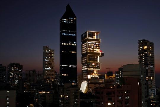 Đột nhập ngôi nhà đắt đỏ nhất hành tinh: 6 tầng chỉ để siêu xe? - Ảnh 4.