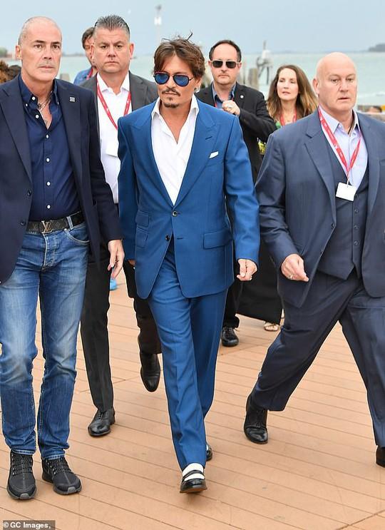 """""""Cướp biển"""" Johnny Depp bảnh bao tại LHP Venice - Ảnh 6."""