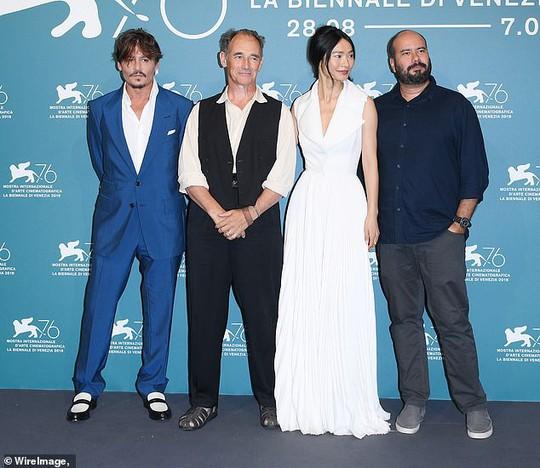 """""""Cướp biển"""" Johnny Depp bảnh bao tại LHP Venice - Ảnh 8."""